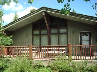 NEW LISTING!! ** 8 miles from Yellowstone! Fireplace, Two Decks, Propane Grill