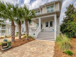 Fun, family-friendly beach house w/ a full kitchen - plus shared pool & hot tub