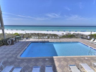 Oceanfront luxury condo w/ access to outdoor pool & private patio