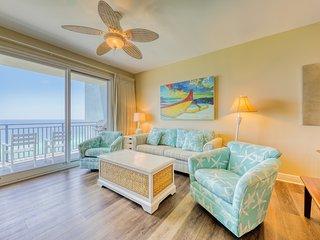 Beachfront condo w/ Gulf views & access to beach, large pool, hot tub & gym!