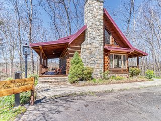 Secluded home w/ valley and wildlife views - short drive into town!