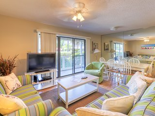 Coastal condo w/ patio & shared pool/tennis courts - 300 yards to beach!