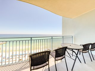 Newly updated and upgraded condo w/ pool and beach access