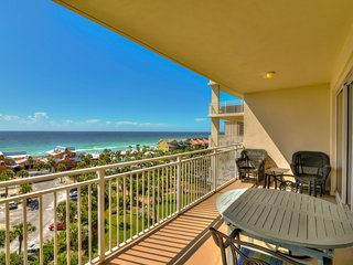Bright beach condo with water views & private balcony - pool, gym & beach!