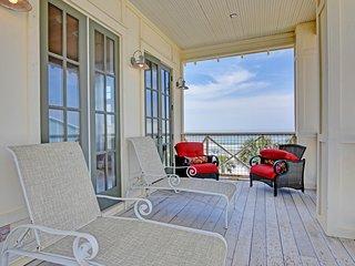 Upscale home w/ balconies, Gulf view & shared pool - beach across the street!