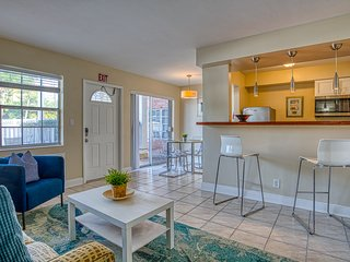 Pet-friendly coastal condo near the beach - shared swimming pool, patio & grill