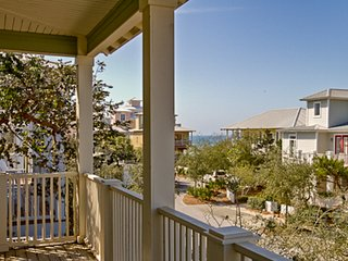 Inviting ocean-inspired home w/Gulf views, access to the beach and more!