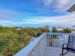 Gulf view home w/ private heated pool & decks - 500 feet to the beach!