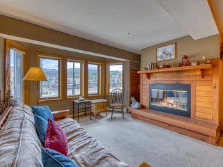 Relaxing condo near Winter Park w/ mountain views - right on the bus line!