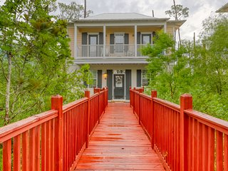Charming bungalow-style condo w/ shared pools & hot tub - walk to beach!