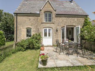 THE COACH HOUSE, patio with furniture, open-plan, near Shepton Mallet