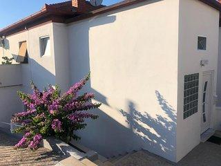 Three bedroom apartment Kali (Ugljan) (A-17665-a)