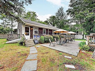 """Spacious 4BR Just Minutes to Sea Street Beach a€"""" Large Outdoor Deck"""
