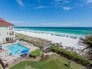 Bright condo w/ gulf views, private balcony and access to shared pool