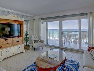 Beachfront condo, shared BBQ area, and a private balcony!