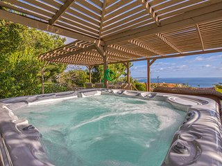 Renovated home w/ private hot tub, ocean view & yard - close to the beach!