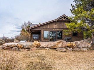Waterfront cabin on Hebgen Lake, near fishing/boating & Yellowstone!