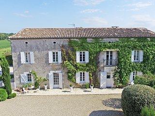 Magnificent, elegantly decorated restored Maison de Maitre near Eymet