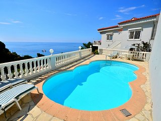 Eze Villa Sleeps 8 with Pool and WiFi - 5822331