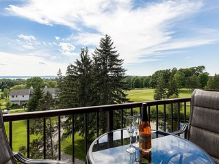 ❦ Beautiful Lake View Golf Course Condo
