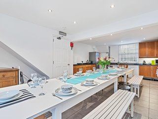 Big Pier Pad - super central townhouse - sleeps up to 20