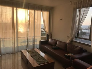 Gordon beach Ocean view ! 3R central TLV w parking