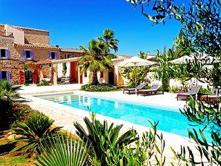 renoviertes Stadthaus mit Garten, Pool und Patio in Es Llombards/ Santanyi *****