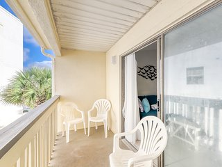 Newly-renovated condo at Gulf-front complex w/ beach access & shared pool/grill!