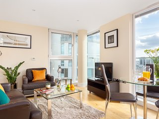 PROFESSIONALLY MANAGED CANARY WHARF SERVICED APARTMENT