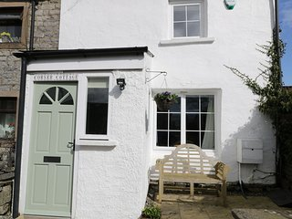 CORNER COTTAGE, WiFi, Traditional Cottage with Exposed Beams, Woodburner