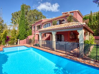4 bedroom Villa with Pool - 5636606