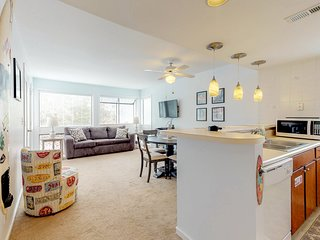 Beautiful condo w/ shared pool & tennis courts! Playground & game room on-site!