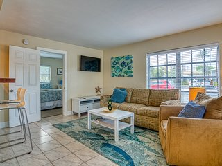 Pet-friendly condo on ground floor w/ shared pool - nearby access to beach!
