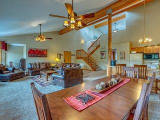 Charming penthouse w/ patio & plenty of space - near Vasquez Creek!