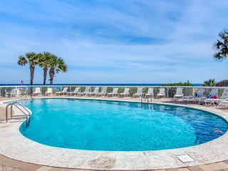 Waterfront condo w/ shared pools, sauna, tennis, & fitness center