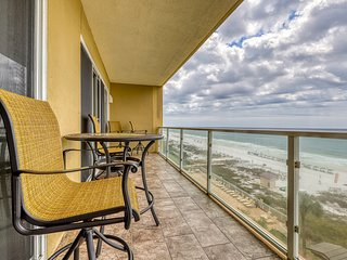 Superb Gulf front condo w/ access to a shared pool, pool spa, & fitness center
