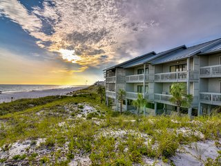 Beautiful newly renovated Seagrove Beach Condo close to the Beach