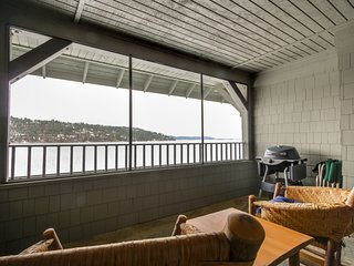 Pristine lakefront condo w/ patio & amazing view & shared pool!