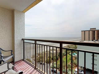 Waterfront condo w/ shared pools, hot tubs, & gorgeous views from the balcony