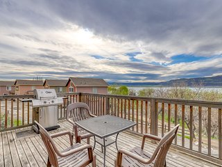 Sunbanks villa w/views of lake - close to Grand Coulee Dam!