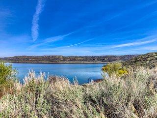 Hillside villa w/access to Sunbanks Resort amenities, close to Grand Coulee Dam!