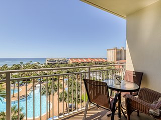 Sleek condo * Sterling Shores w/shared pool, gym, theater & ocean views