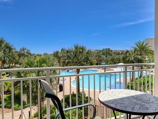 Tropical gulf view condo with private balcony, shared pool & on-site amenities!
