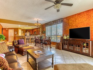 Amazing beachfront condo w/ a view of the Gulf, shared pool, & amenities