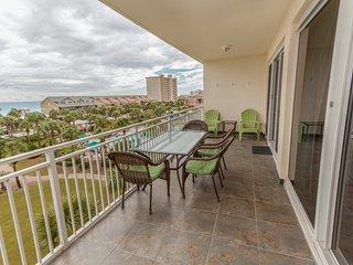 Condo w/ views of the Gulf of Mexico - balcony, beach access & pool