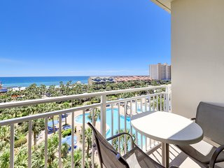 Modern condo overlooking views of the gulf - gym, pool & beach access!
