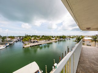 Canal-front condo w/ balcony - near Sombrero Beach, steps to dining/shopping!