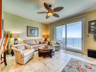 Beachfront condo w/ Gulf view, balcony & shared infinity pool/hot tub/gym!