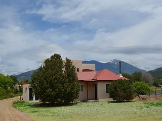 Casa Mandara -  Air Conditioned 3/4 mile walk to Plaza / sweet Mountain Views