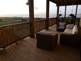 Surfside Oasis-Luxury Beachfront Condo with Covered Deck Steps From Walkover